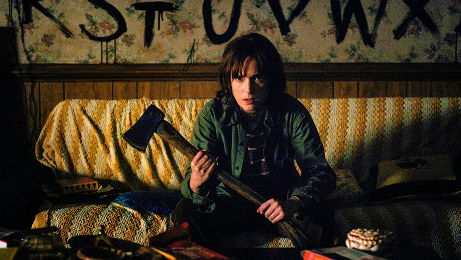 stranger_things_winona_ryder_h_2016